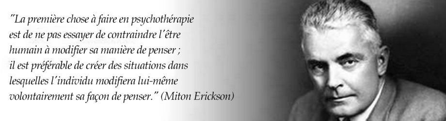 photo en noir etblanc de Milton Erickson se trouvant a droite avec une de ses citation à gauche de l'image
