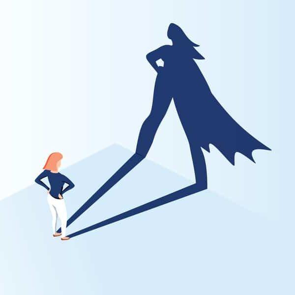 graphisme, on peut voir une femme face à un mur ou son ombre et projeté et reflète une super héro pleine de confiance en soi.